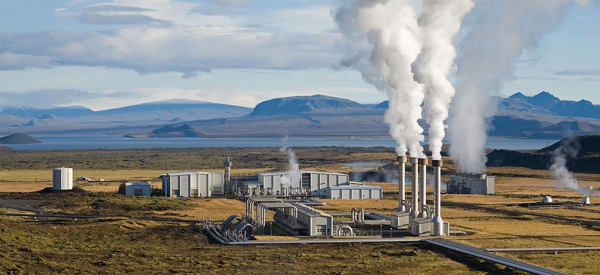 Iceland's Nesjavellir geothermal power station. Geothermal plants ...