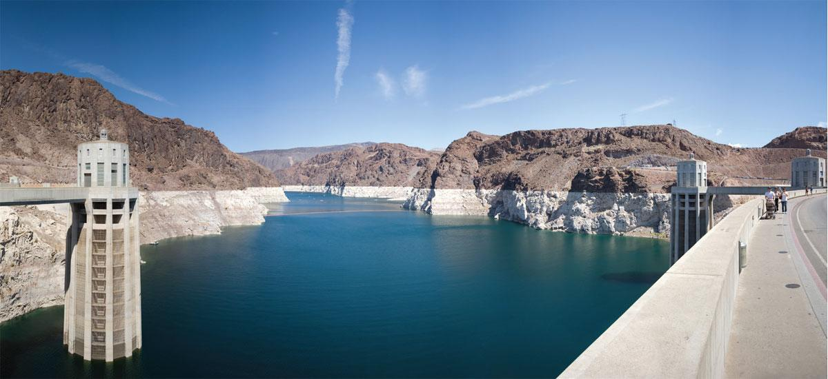 low water lake mead by hoover dam