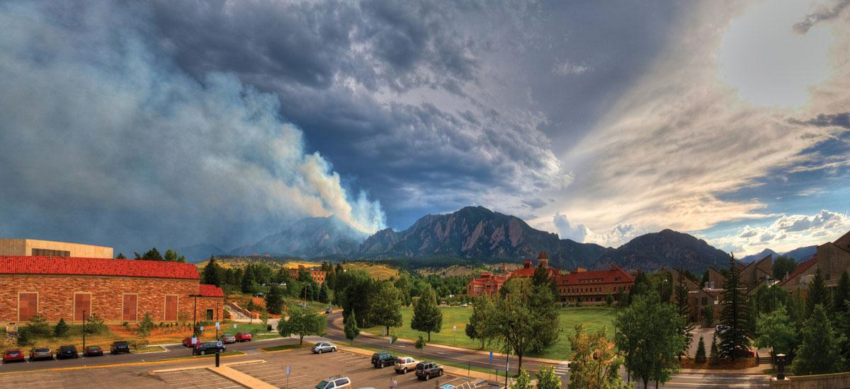 wildfire above University of Colorado Boulder campus